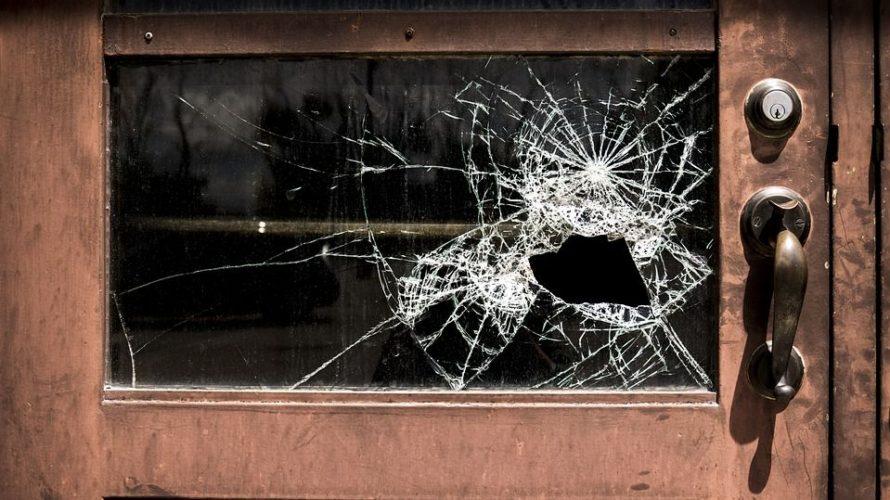 vetro porta rotto